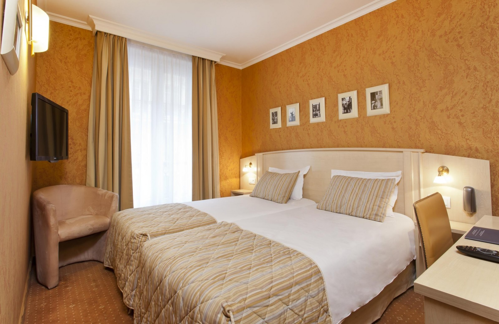 Paris Hotel Room: Deluxe Twin room - Hotel Elysées Opera